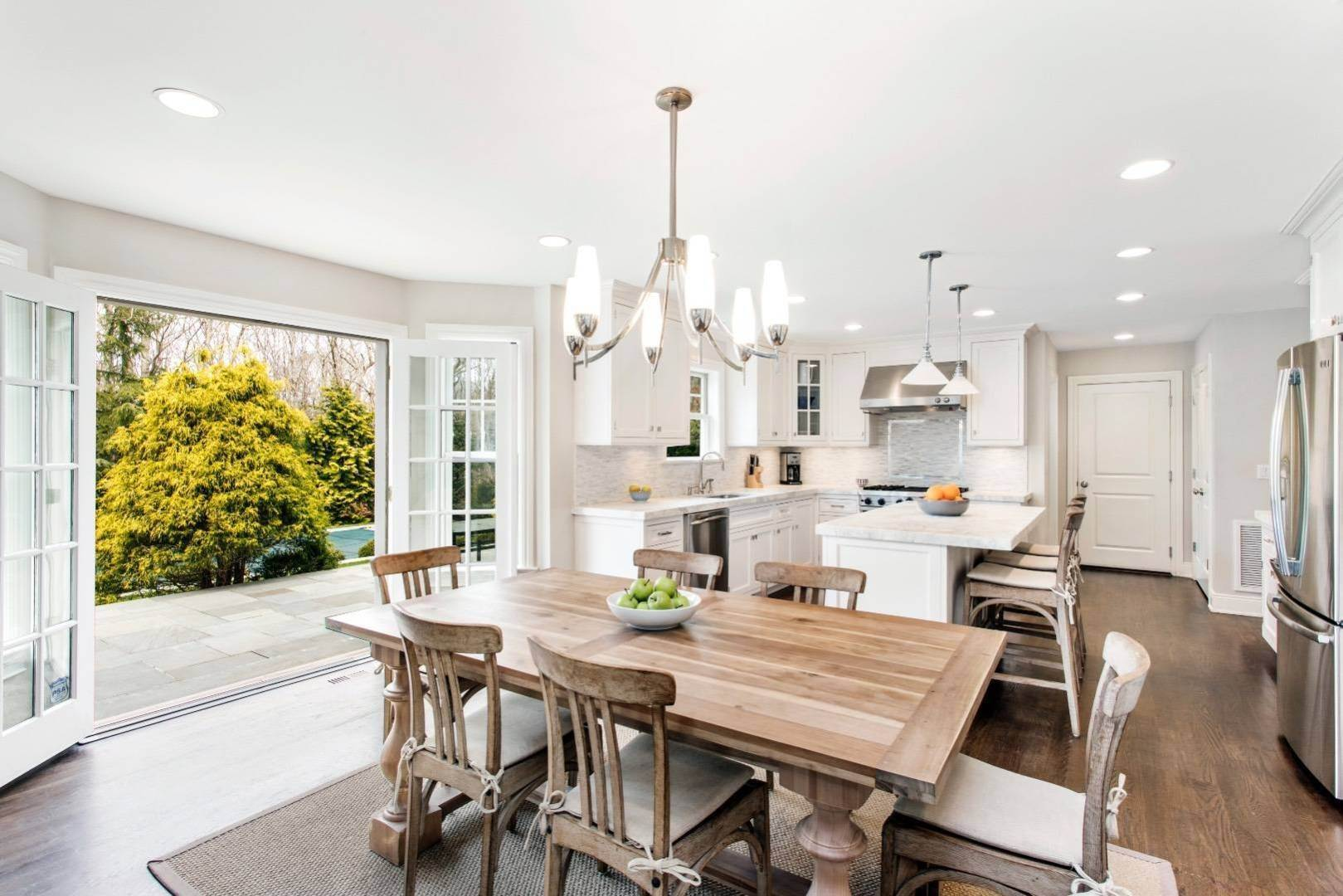 5. Single Family Home at Southampton Traditional Southampton, NY 11968