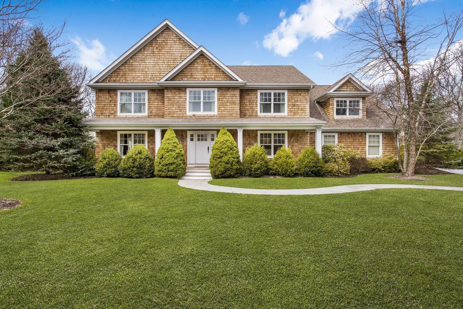 2. Single Family Home at Southampton Traditional Southampton, NY 11968