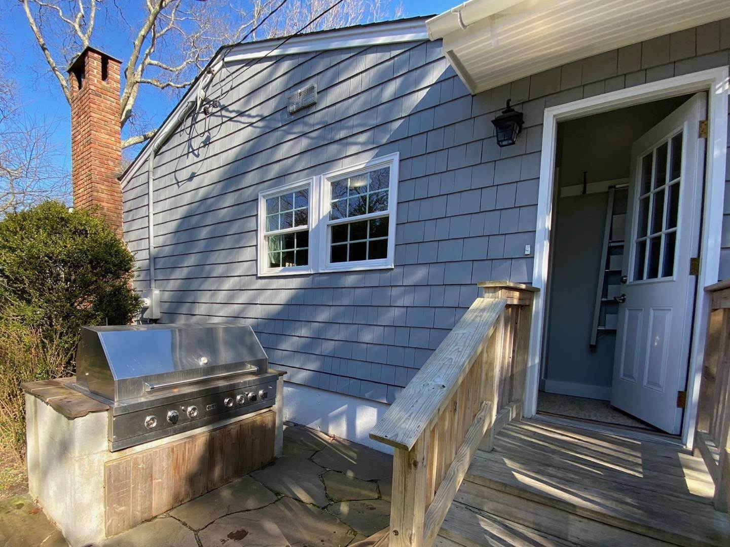 19. Single Family Home at Southampton Shores Southampton, NY 11968