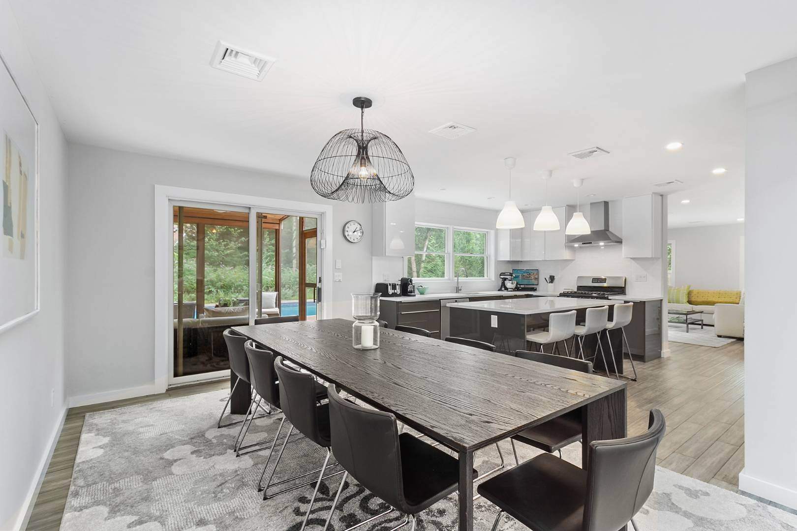 4. Single Family Home at Chic Contemporary Available Year Round 102 Montauk Boulevard, East Hampton, NY 11937