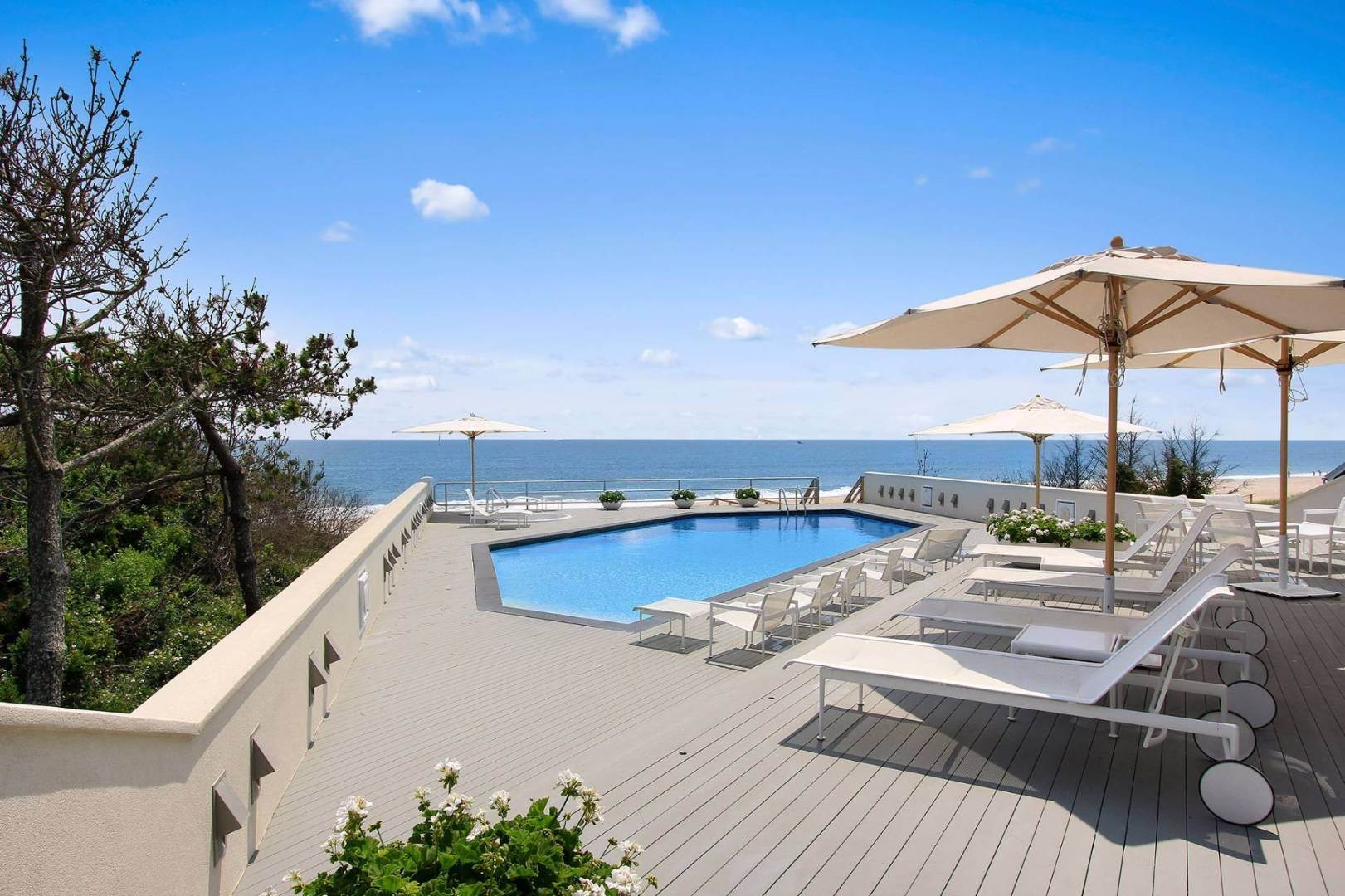 2. Single Family Home at Quogue Spectacular Oceanfront Bay Views Quogue Village, NY 11959