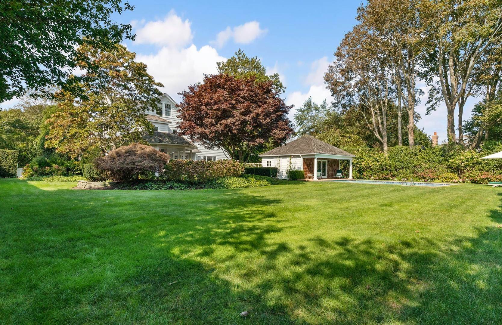 3. Single Family Home at Beautifully Renovated In The Village Southampton, NY 11968