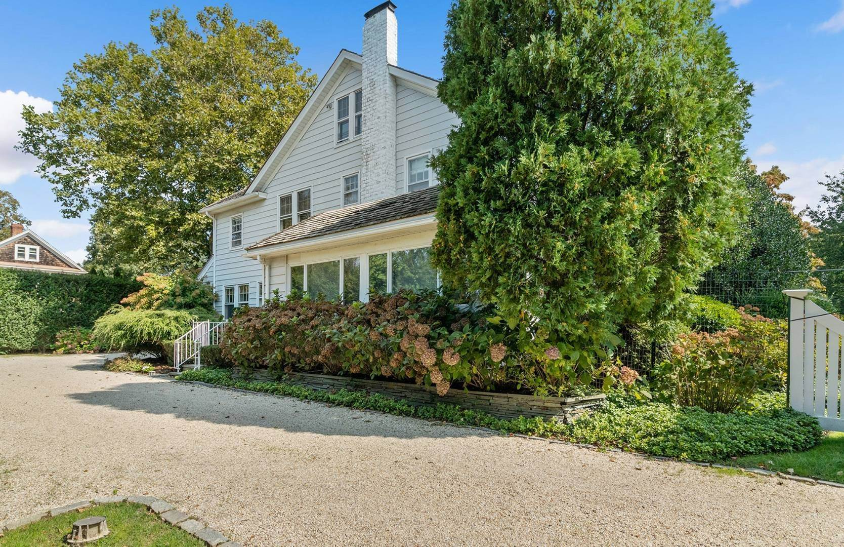 7. Single Family Home at Beautifully Renovated In The Village Southampton, NY 11968