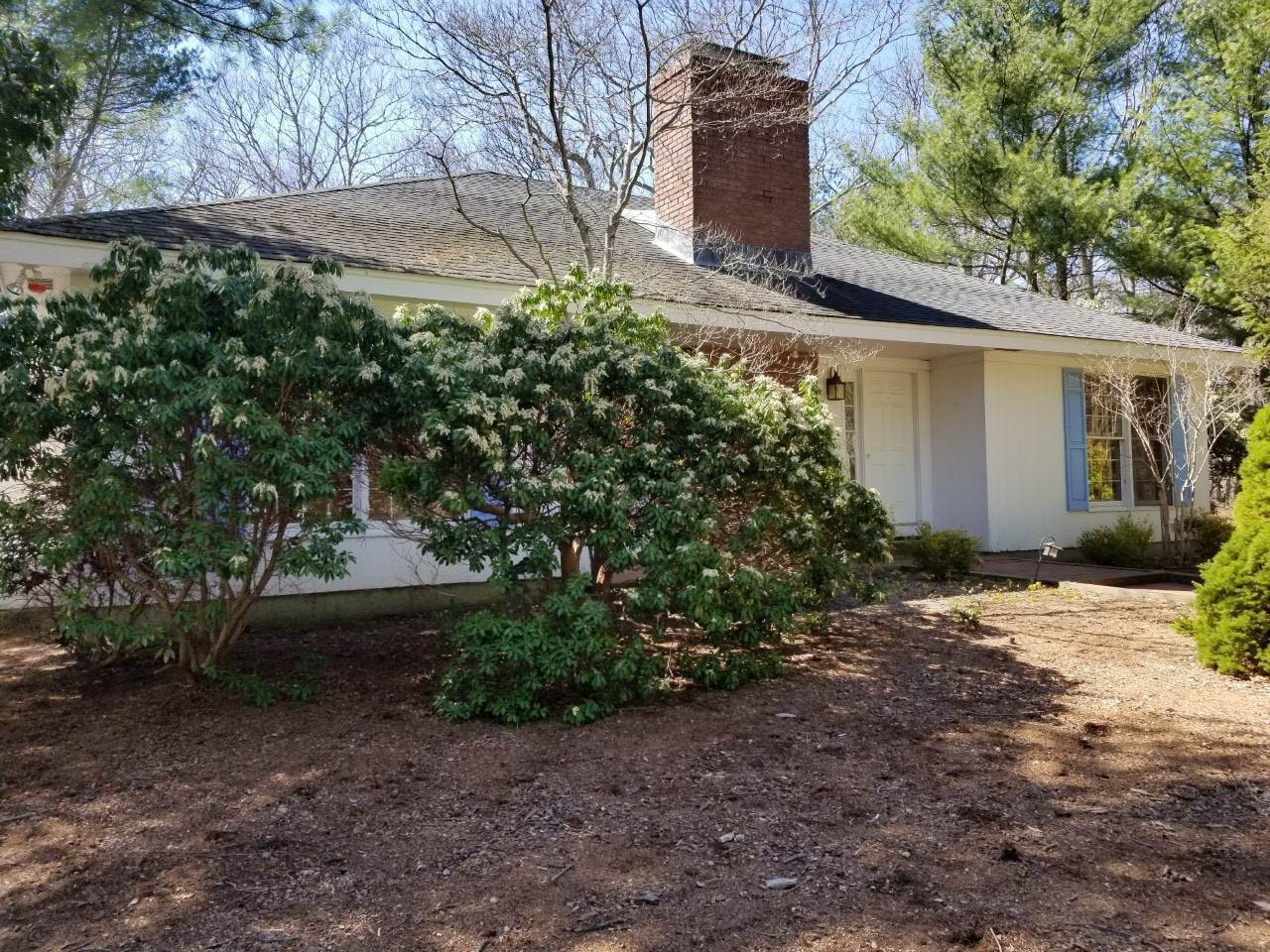 Single Family Home for Sale at Investment Opportunity With Water Access 9 Longboat Ln, East Hampton, NY 11937