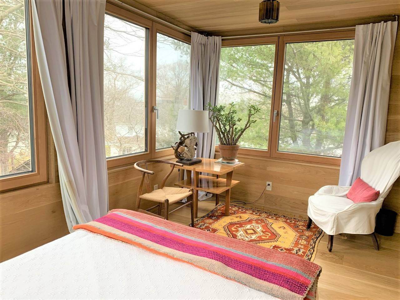 18. Single Family Home at Fun Carefree Village Renovated Modern Interior And Heated Pool Sag Harbor, NY 11963