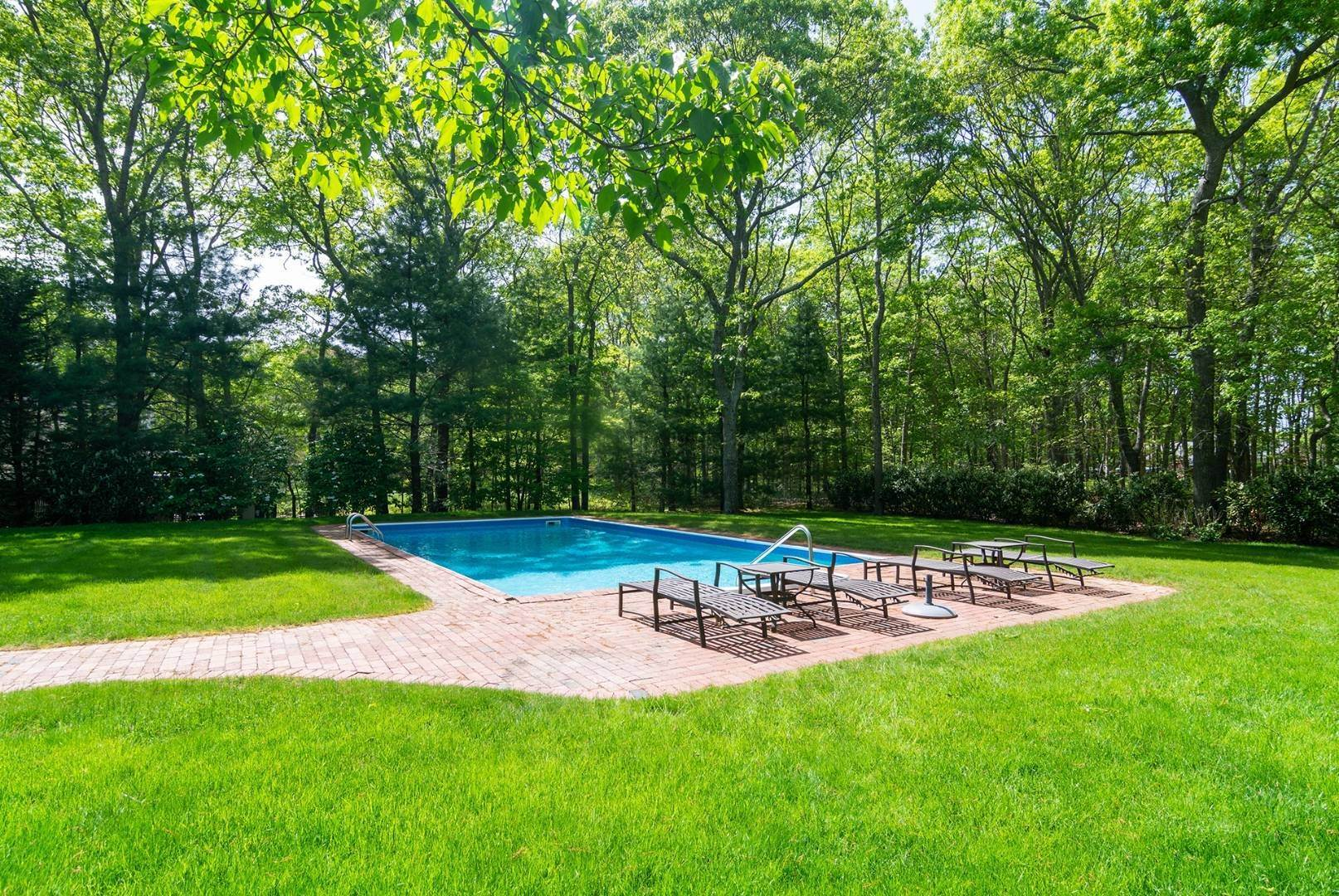 4. Single Family Home at Sagaponack Wonderful Rental 27 East Woods Path, Sagaponack, NY 11963