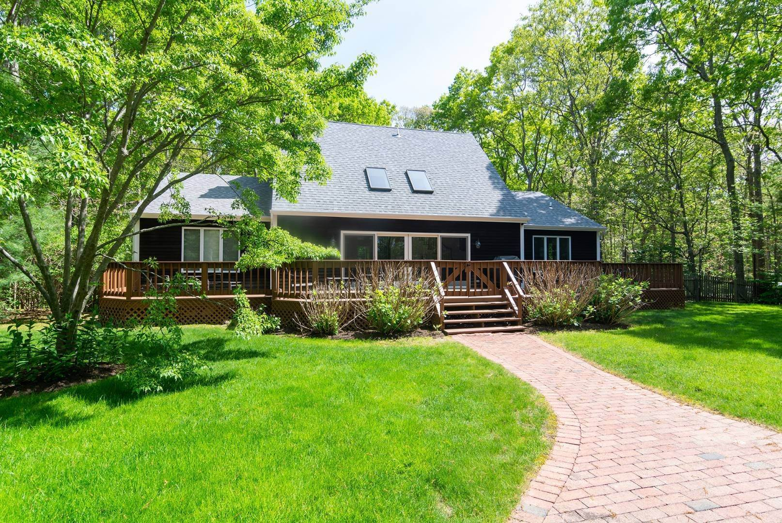 10. Single Family Home at Sagaponack Wonderful Rental 27 East Woods Path, Sagaponack, NY 11963
