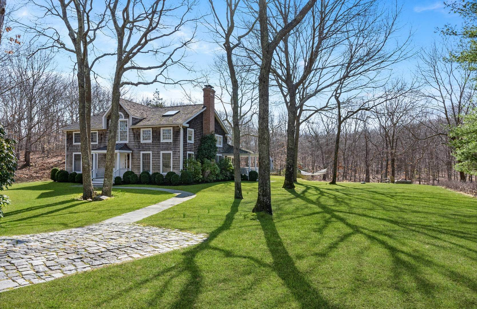 18. Single Family Home at Amagansett Summer Rental On 3.7 Secluded Acres 562 Accabonac Road, Amagansett, NY 11937