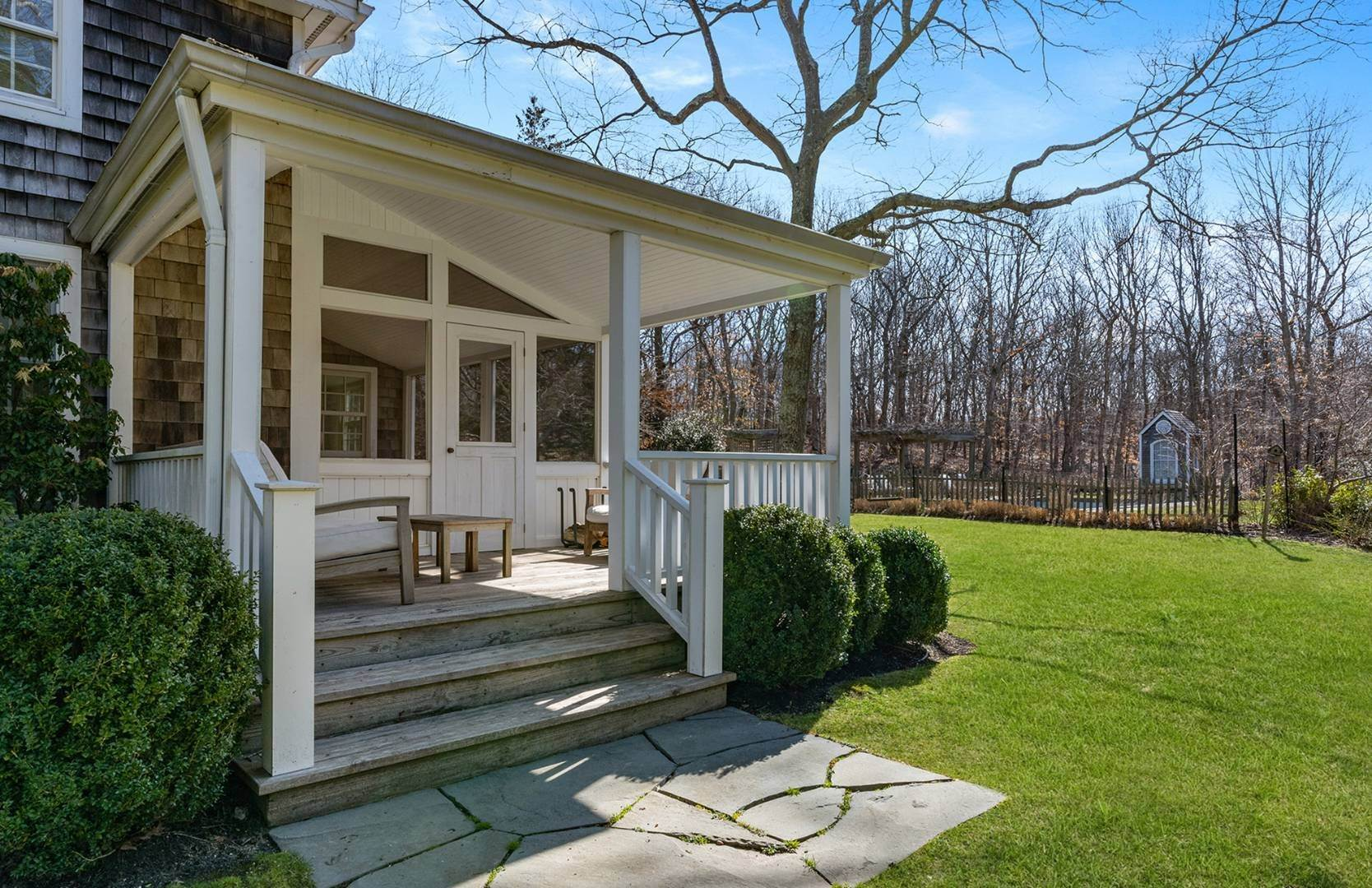 17. Single Family Home at Amagansett Summer Rental On 3.7 Secluded Acres 562 Accabonac Road, Amagansett, NY 11937