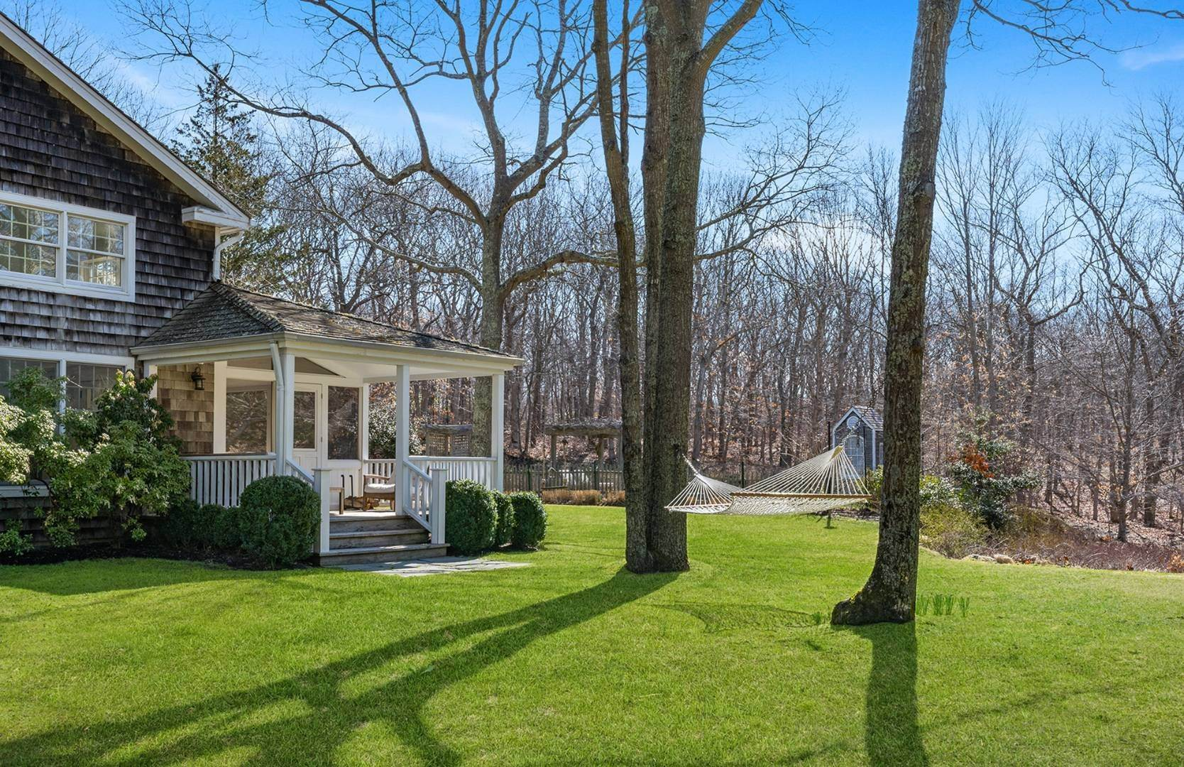 19. Single Family Home at Amagansett Summer Rental On 3.7 Secluded Acres 562 Accabonac Road, Amagansett, NY 11937