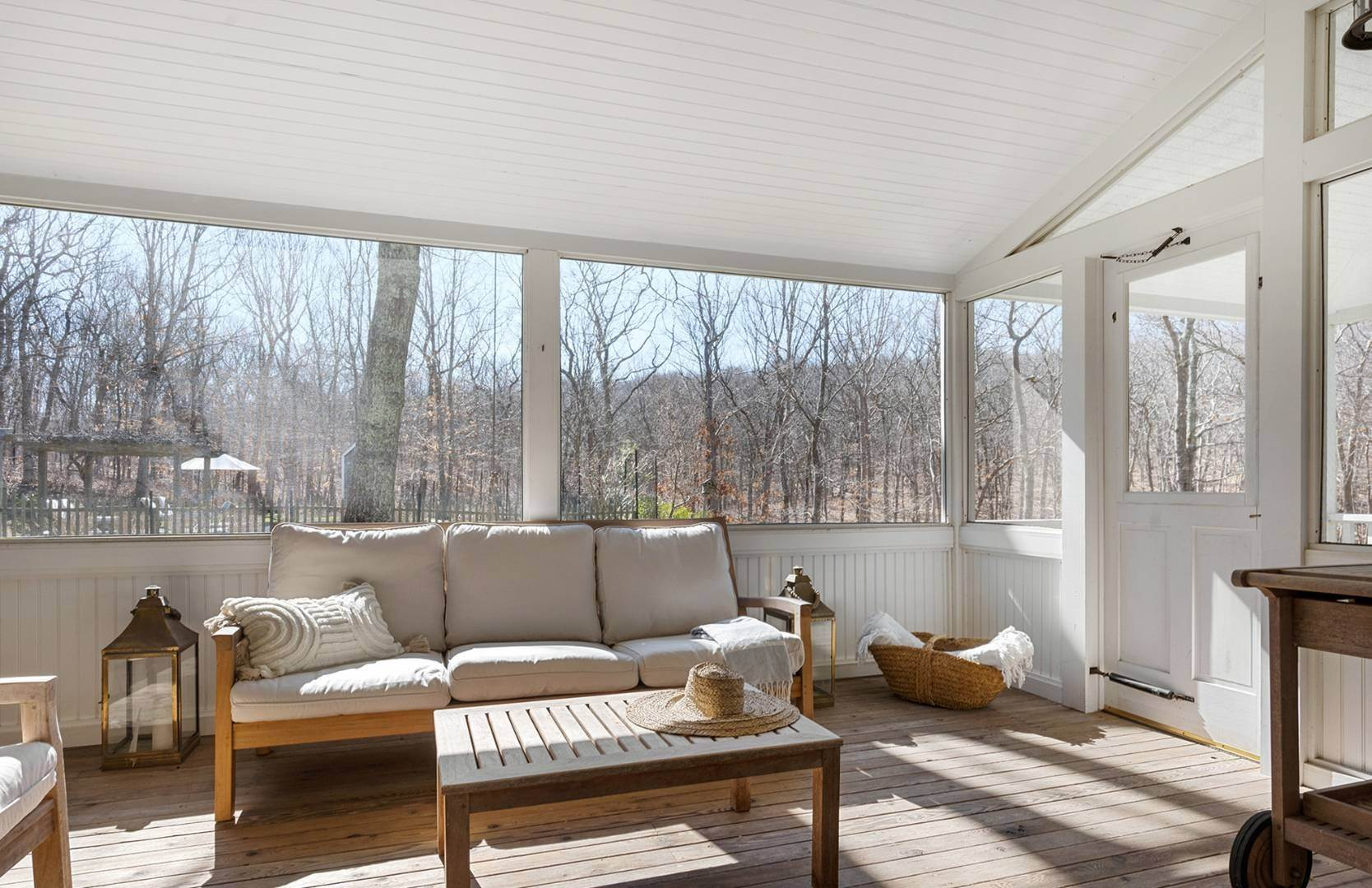 16. Single Family Home at Amagansett Summer Rental On 3.7 Secluded Acres 562 Accabonac Road, Amagansett, NY 11937