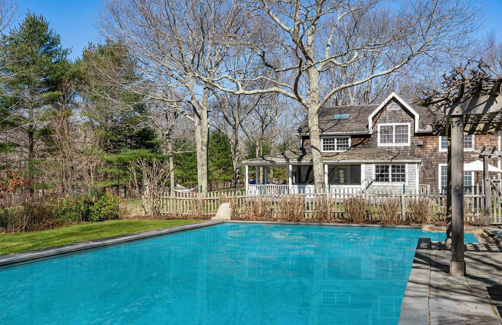 20. Single Family Home at Amagansett Summer Rental On 3.7 Secluded Acres 562 Accabonac Road, Amagansett, NY 11937