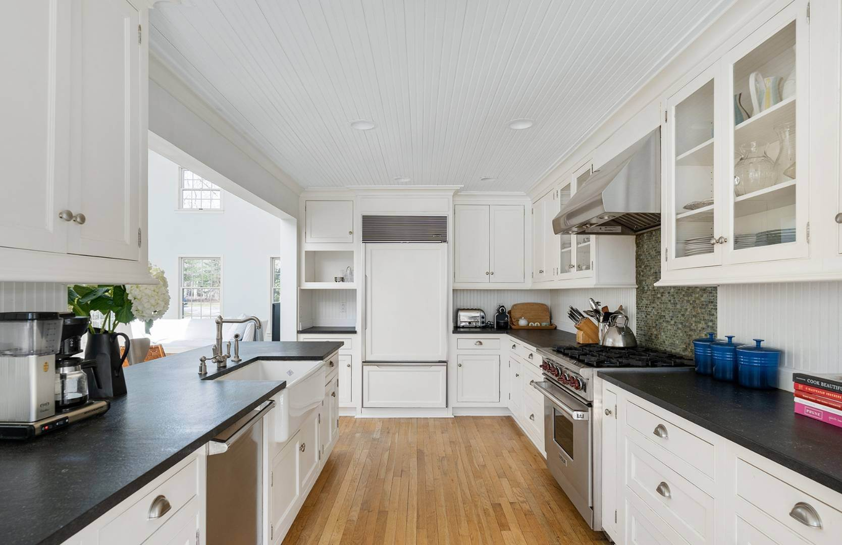 9. Single Family Home at Amagansett Summer Rental On 3.7 Secluded Acres 562 Accabonac Road, Amagansett, NY 11937