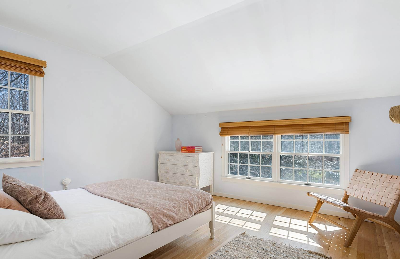 14. Single Family Home at Amagansett Summer Rental On 3.7 Secluded Acres 562 Accabonac Road, Amagansett, NY 11937
