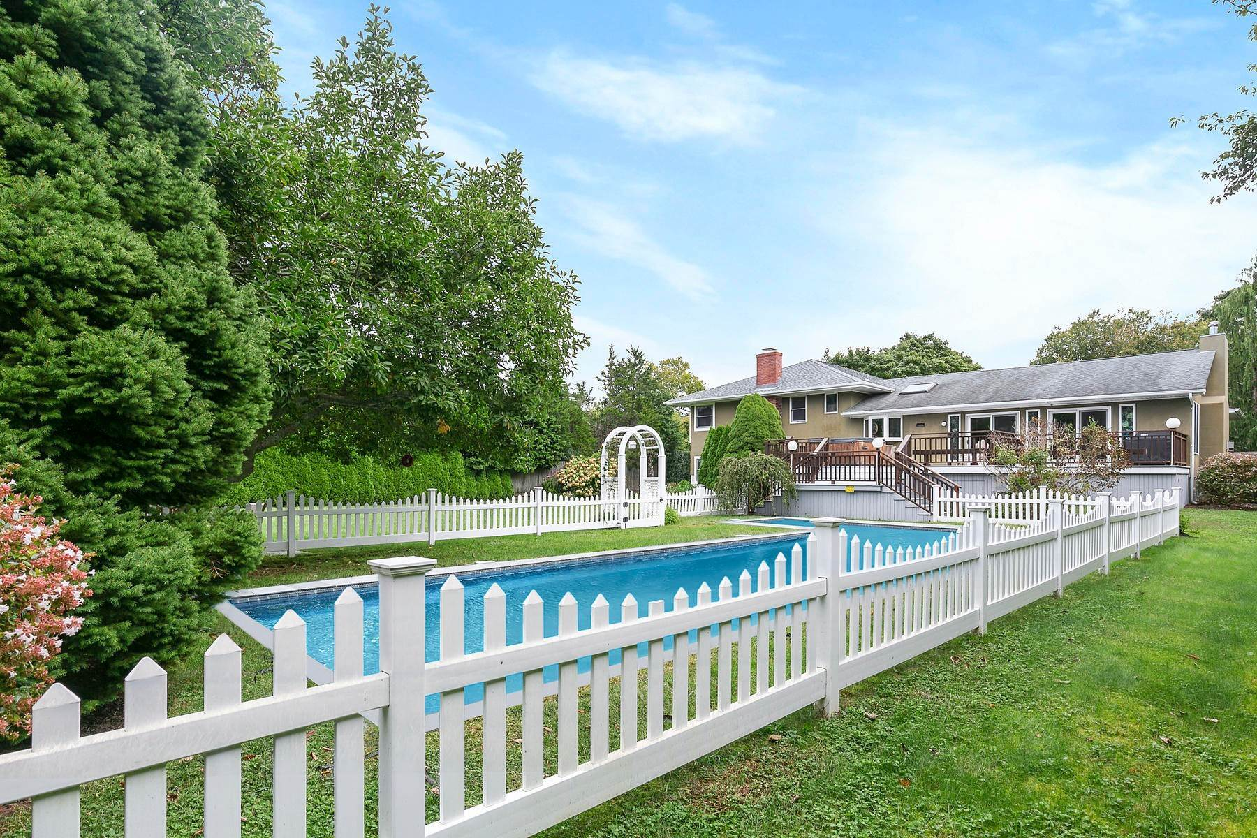 3. Single Family Home at July Or August You Pick Southampton, NY 11968