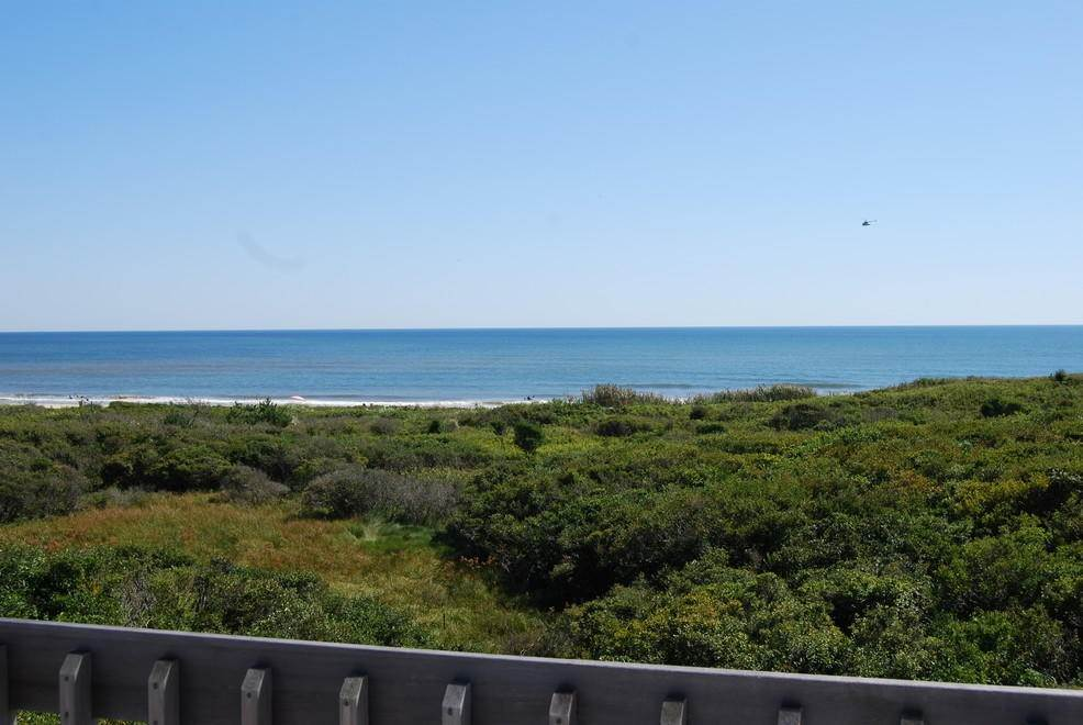 12. Single Family Home at Montauk Rental With Deeded Foot Path To Beach Montauk, NY 11954