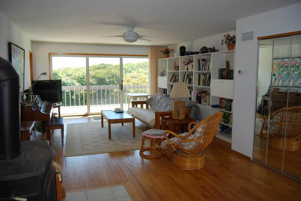 16. Single Family Home at Montauk Rental With Deeded Foot Path To Beach Montauk, NY 11954