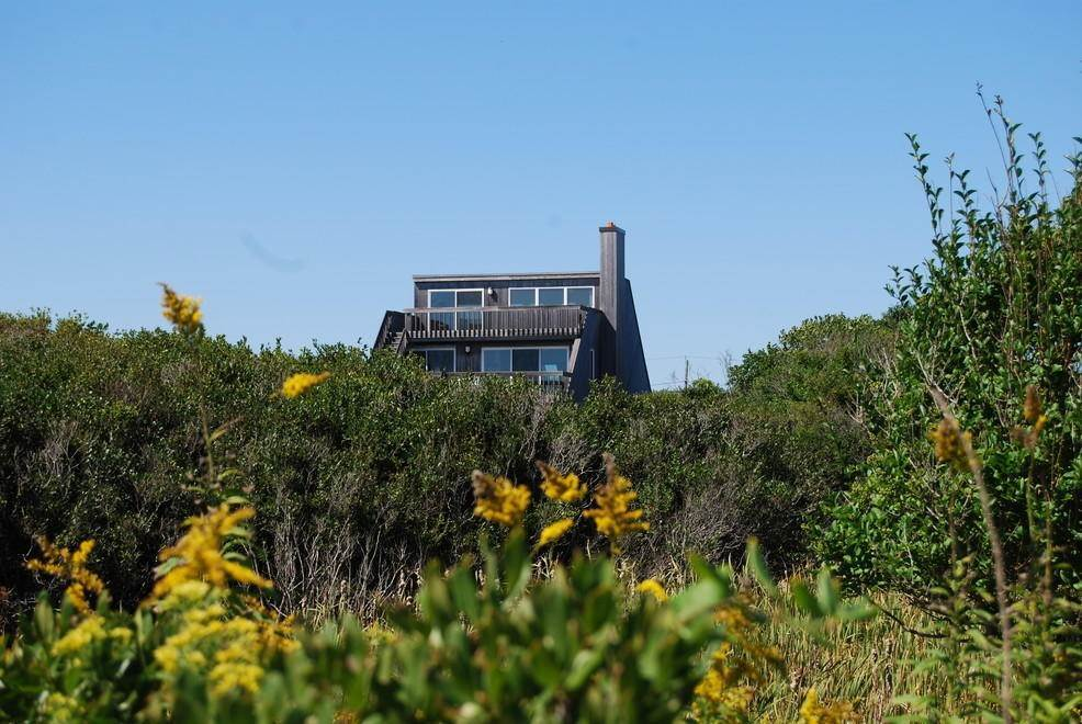 24. Single Family Home at Montauk Rental With Deeded Foot Path To Beach Montauk, NY 11954