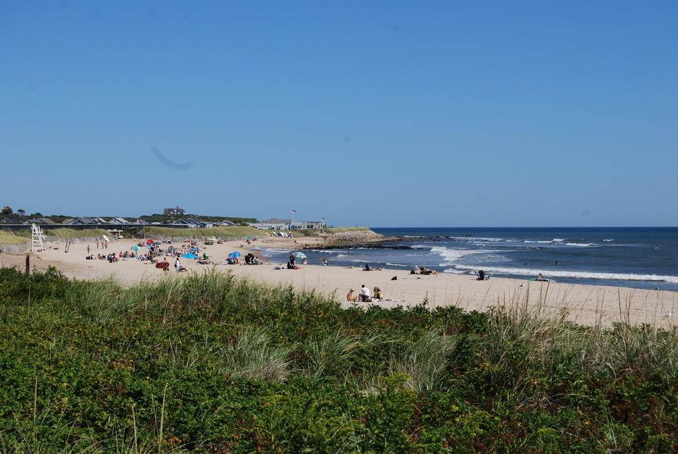 23. Single Family Home at Montauk Rental With Deeded Foot Path To Beach Montauk, NY 11954