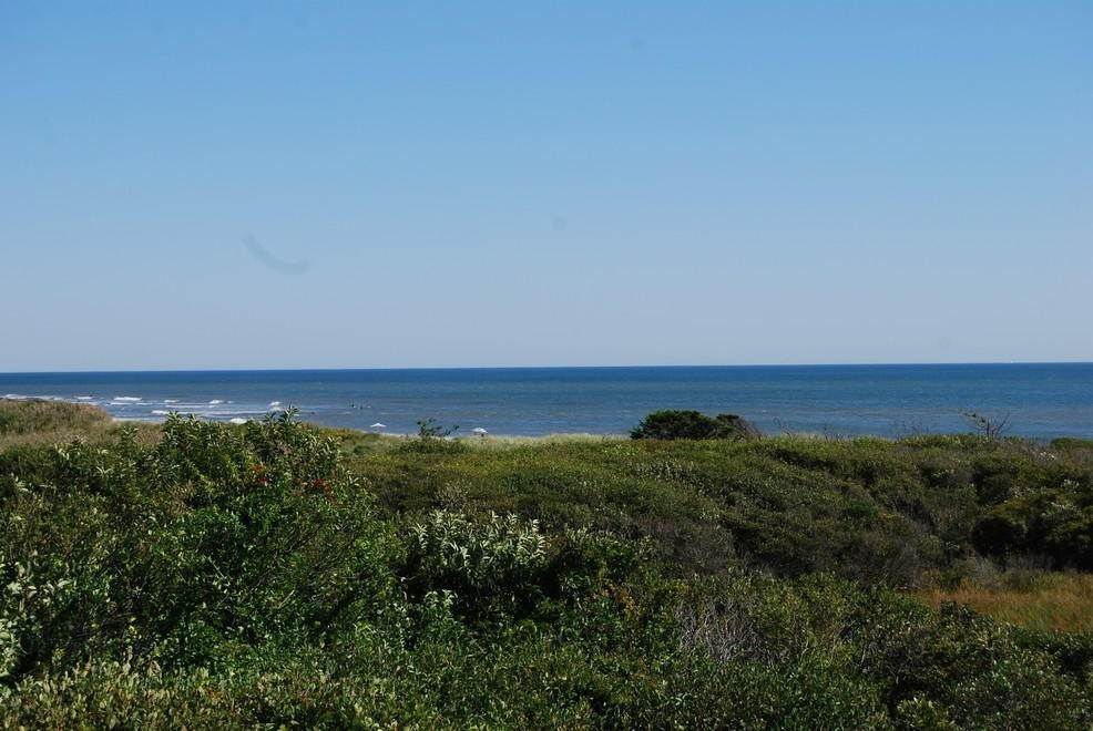 22. Single Family Home at Montauk Rental With Deeded Foot Path To Beach Montauk, NY 11954