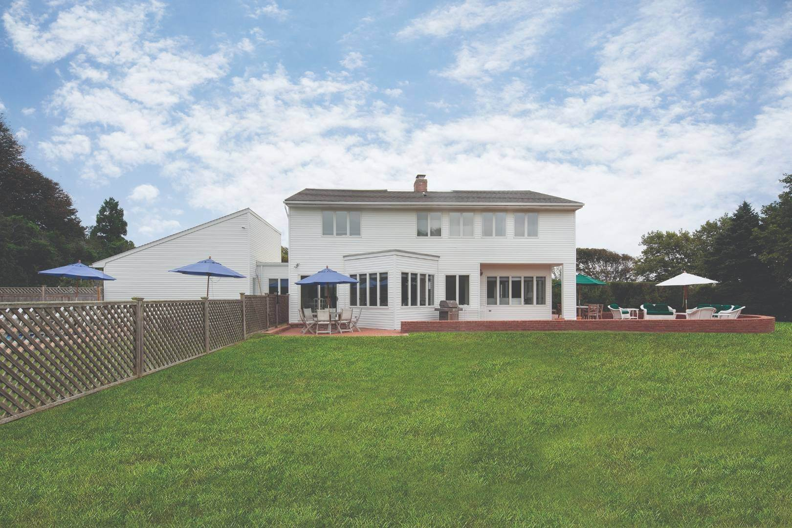 2. Single Family Home at Gin Lane Beach Classic Southampton, NY 11968