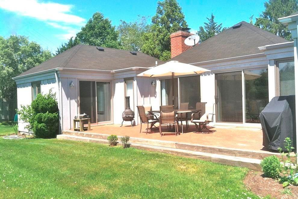 Single Family Home at Southampton----Location, Location, Location. Southampton, NY 11968