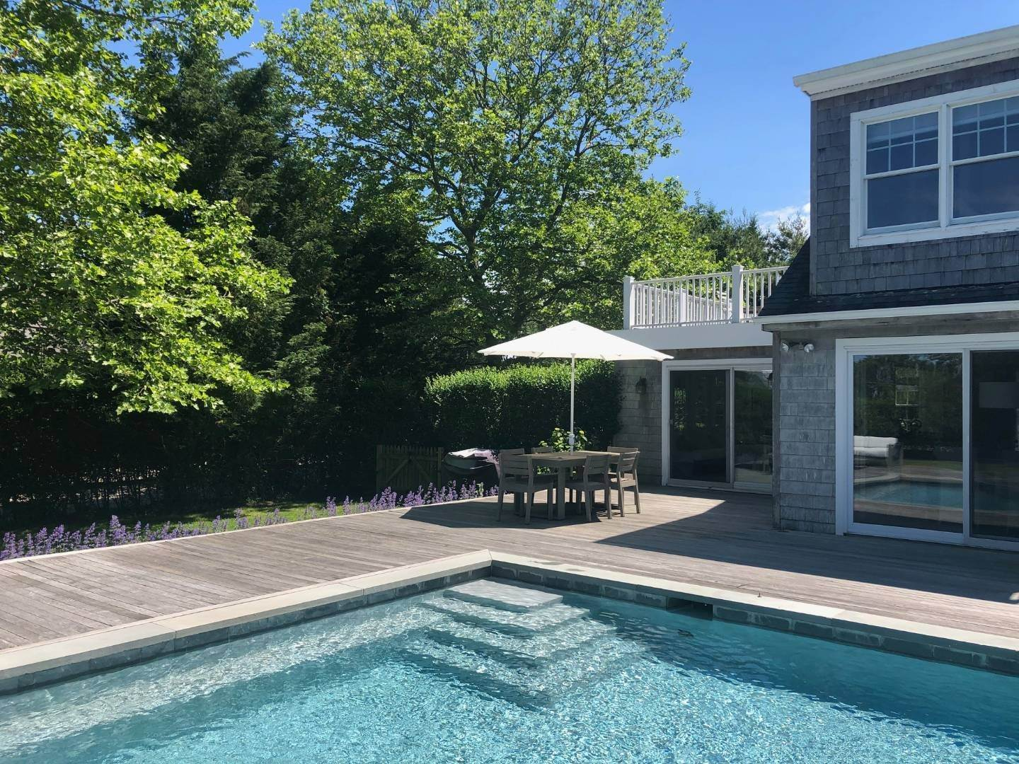3. Single Family Home at Crisp Clean Hamptons Home Water Mill, NY 11968