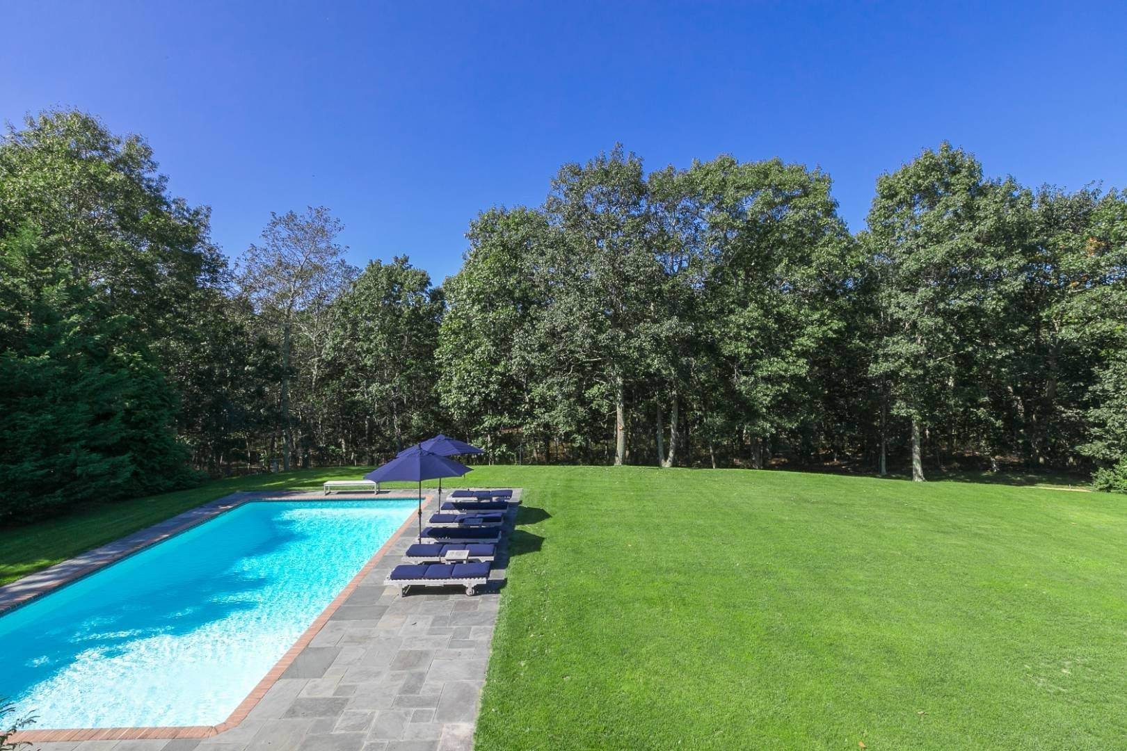 24. Single Family Home at Four Bedroom Home On 1.5 Acres In East Hampton East Hampton, NY 11937