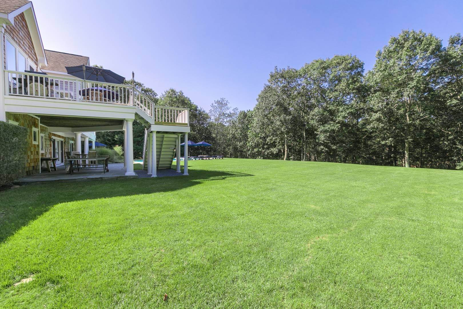 15. Single Family Home at Four Bedroom Home On 1.5 Acres In East Hampton East Hampton, NY 11937