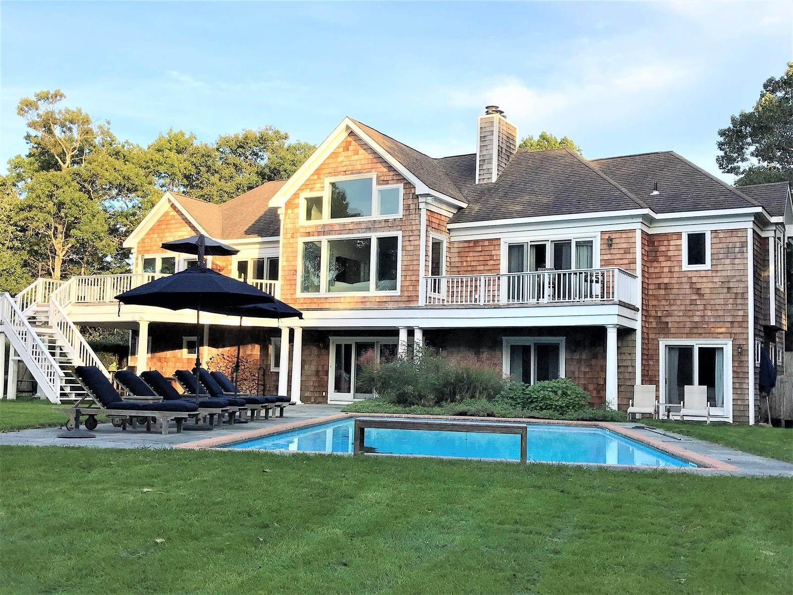 2. Single Family Home at Four Bedroom Home On 1.5 Acres In East Hampton East Hampton, NY 11937