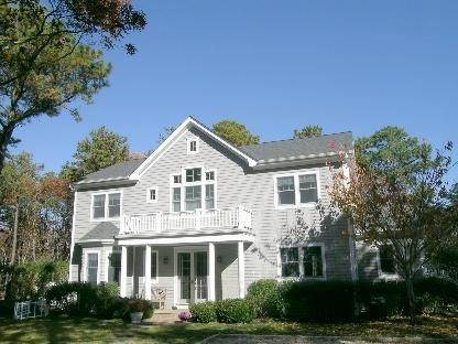4. Single Family Home at Lovely Traditional With Pool And Tennis East Hampton, NY 11937