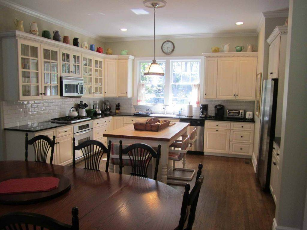 10. Single Family Home at Lovely Traditional With Pool And Tennis East Hampton, NY 11937
