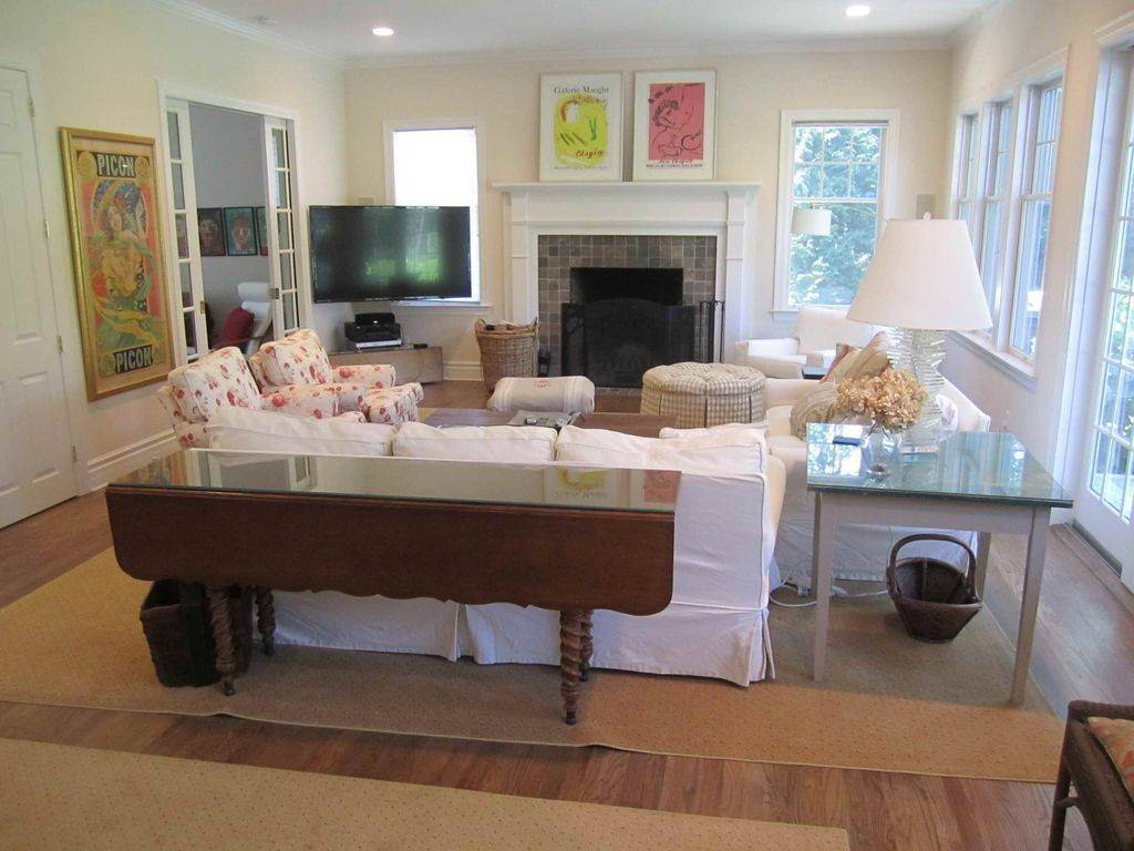 7. Single Family Home at Lovely Traditional With Pool And Tennis East Hampton, NY 11937