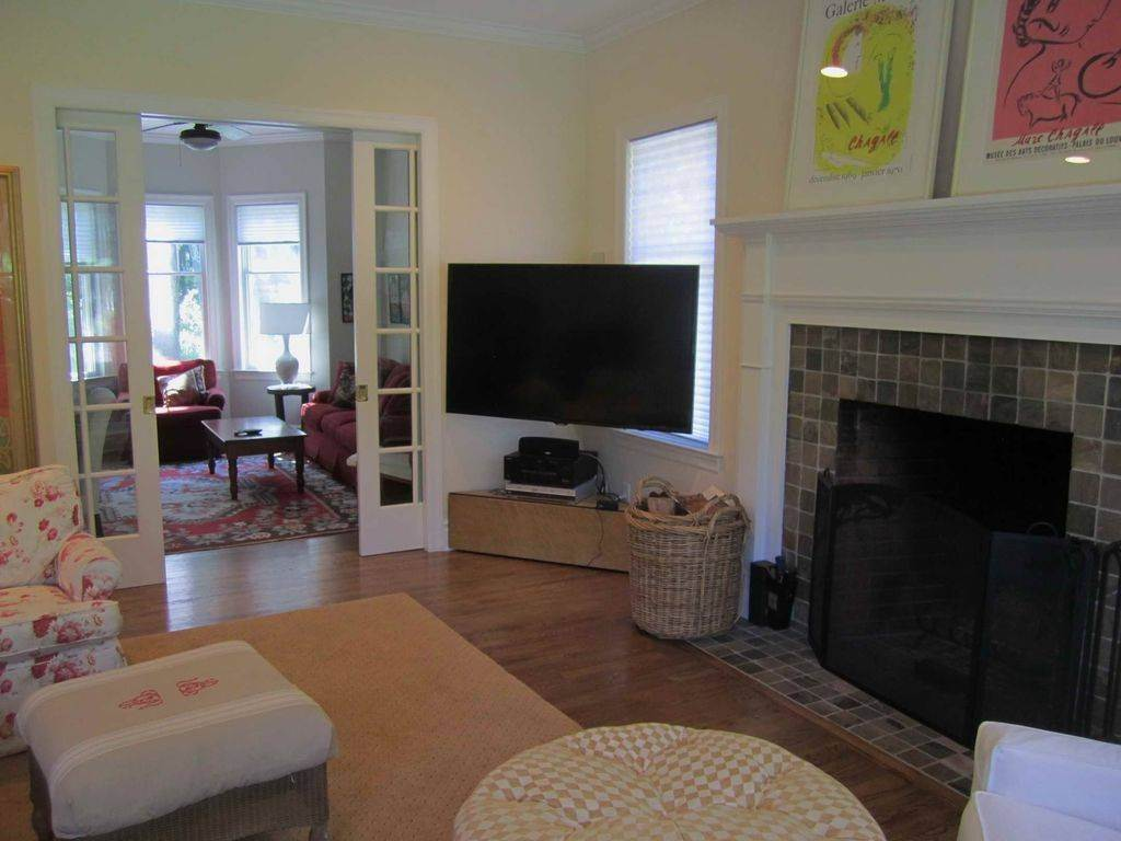 8. Single Family Home at Lovely Traditional With Pool And Tennis East Hampton, NY 11937