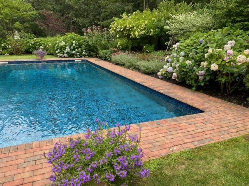 2. Single Family Home at Lovely Traditional With Pool And Tennis East Hampton, NY 11937