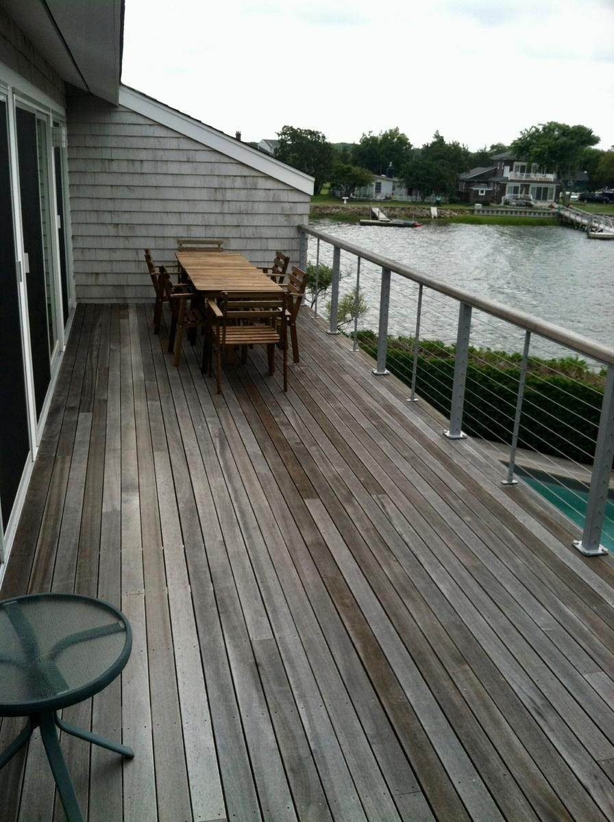 15. Single Family Home at Water Front, Dock, Stunning Views, Five Minutes To Sh. Village Southampton, NY 11968