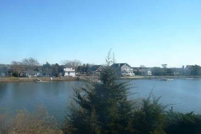10. Single Family Home at Water Front, Dock, Stunning Views, Five Minutes To Sh. Village Southampton, NY 11968