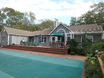 15. Single Family Home at Secluded East Hampton House With Tennis East Hampton, NY 11937