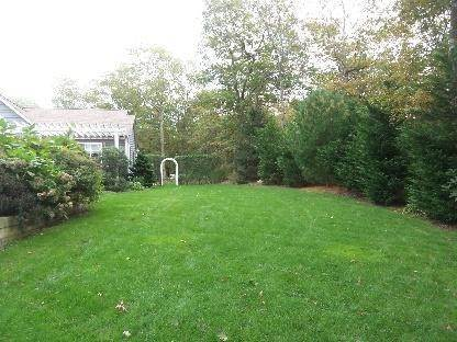 23. Single Family Home at Secluded East Hampton House With Tennis East Hampton, NY 11937