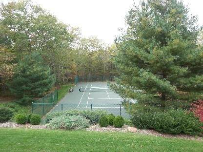 19. Single Family Home at Secluded East Hampton House With Tennis East Hampton, NY 11937