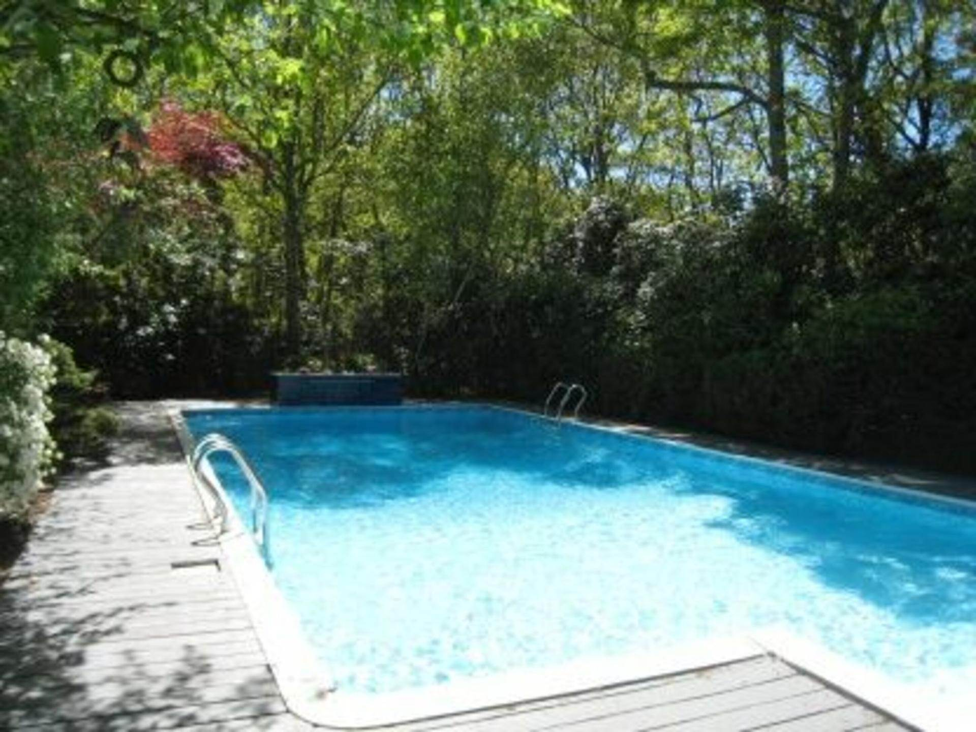 Single Family Home at Secluded Ranch Setting With New Kitchen And Baths East Hampton, NY 11937
