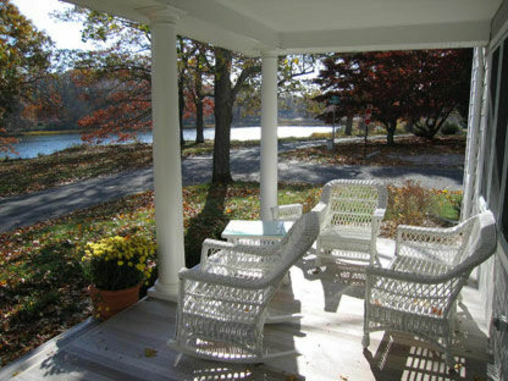 4. Single Family Home at Shelter Island Heights Waterview Shelter Island Heights, NY 11964