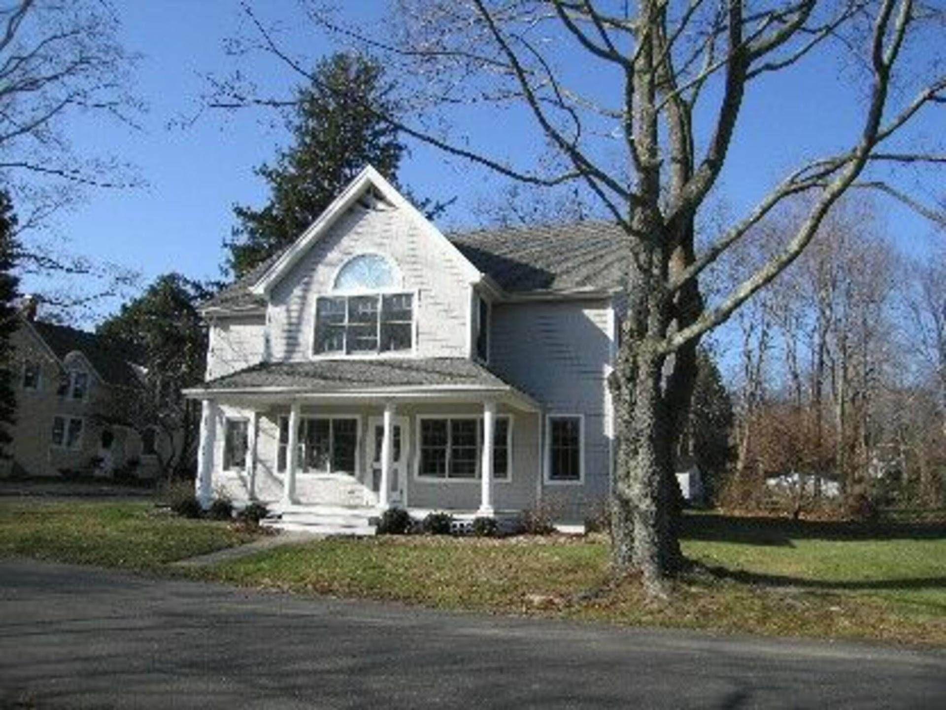 Single Family Home at Shelter Island Heights Waterview Shelter Island Heights, NY 11964