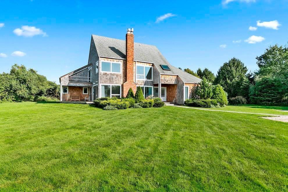 Single Family Home at Spacious Contemporary Sagaponack Village, NY 11962