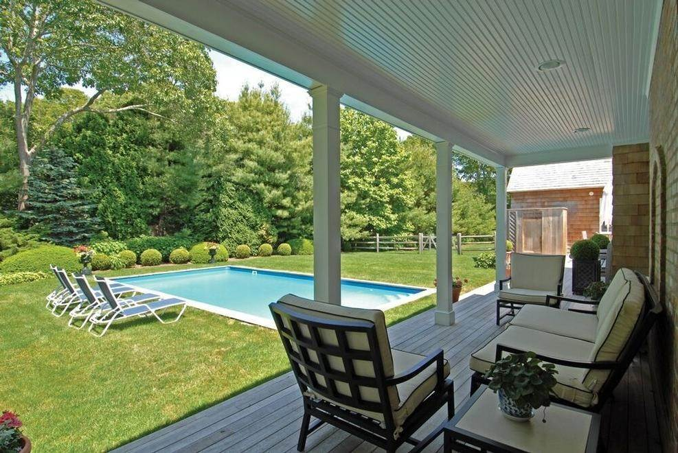 9. Single Family Home at Stunning In Wainscott South Wainscott, NY 11975