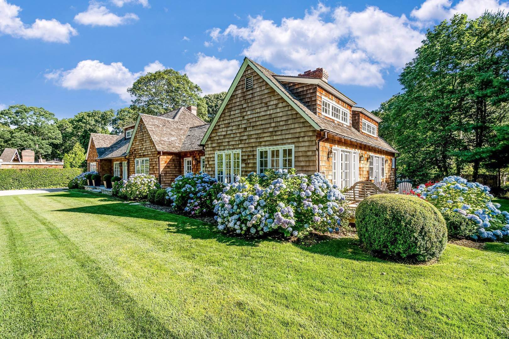17. Single Family Home at Stunning In Wainscott South Wainscott, NY 11975