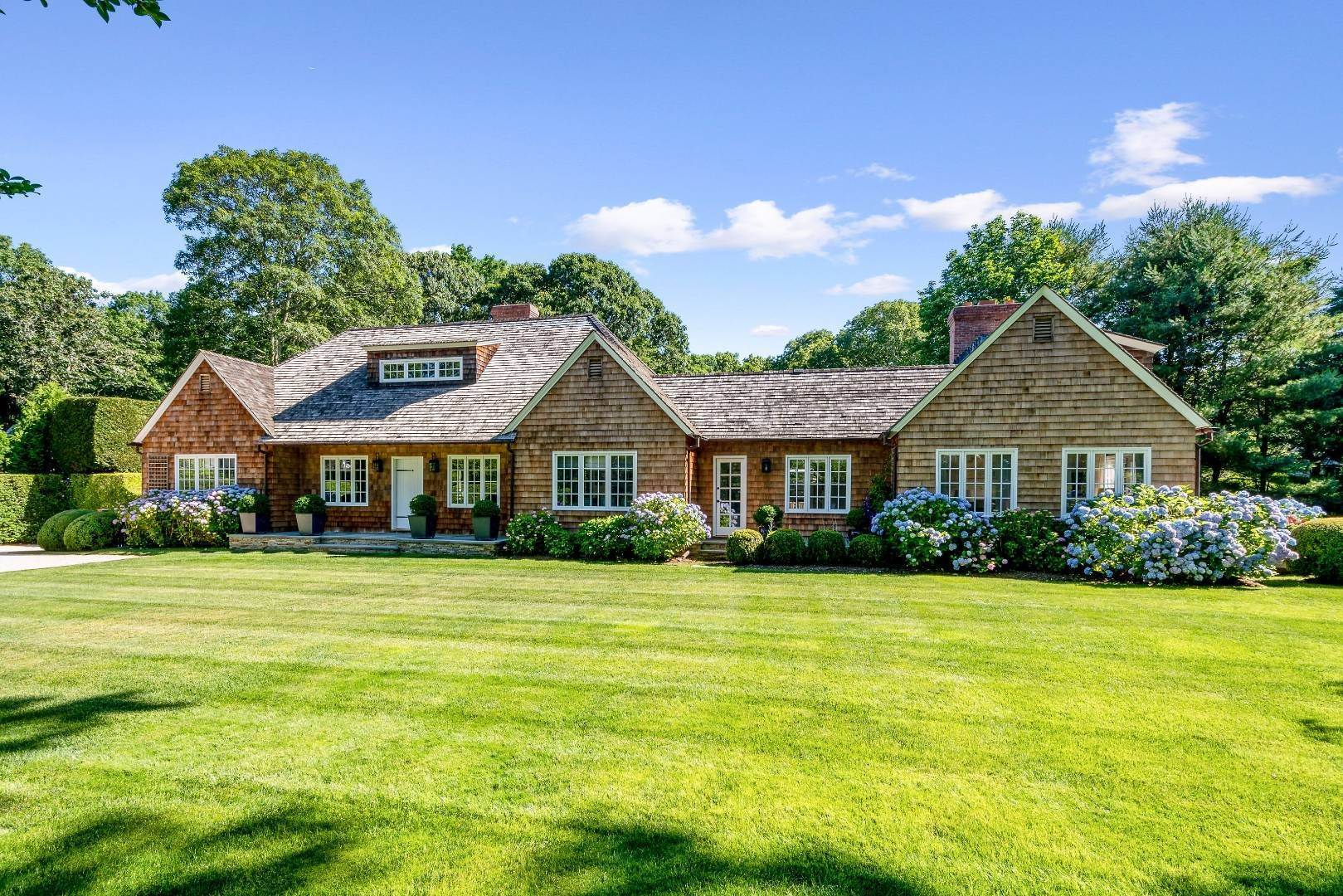 4. Single Family Home at Stunning In Wainscott South Wainscott, NY 11975