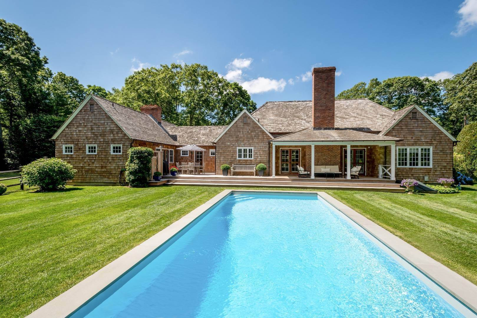 18. Single Family Home at Stunning In Wainscott South Wainscott, NY 11975