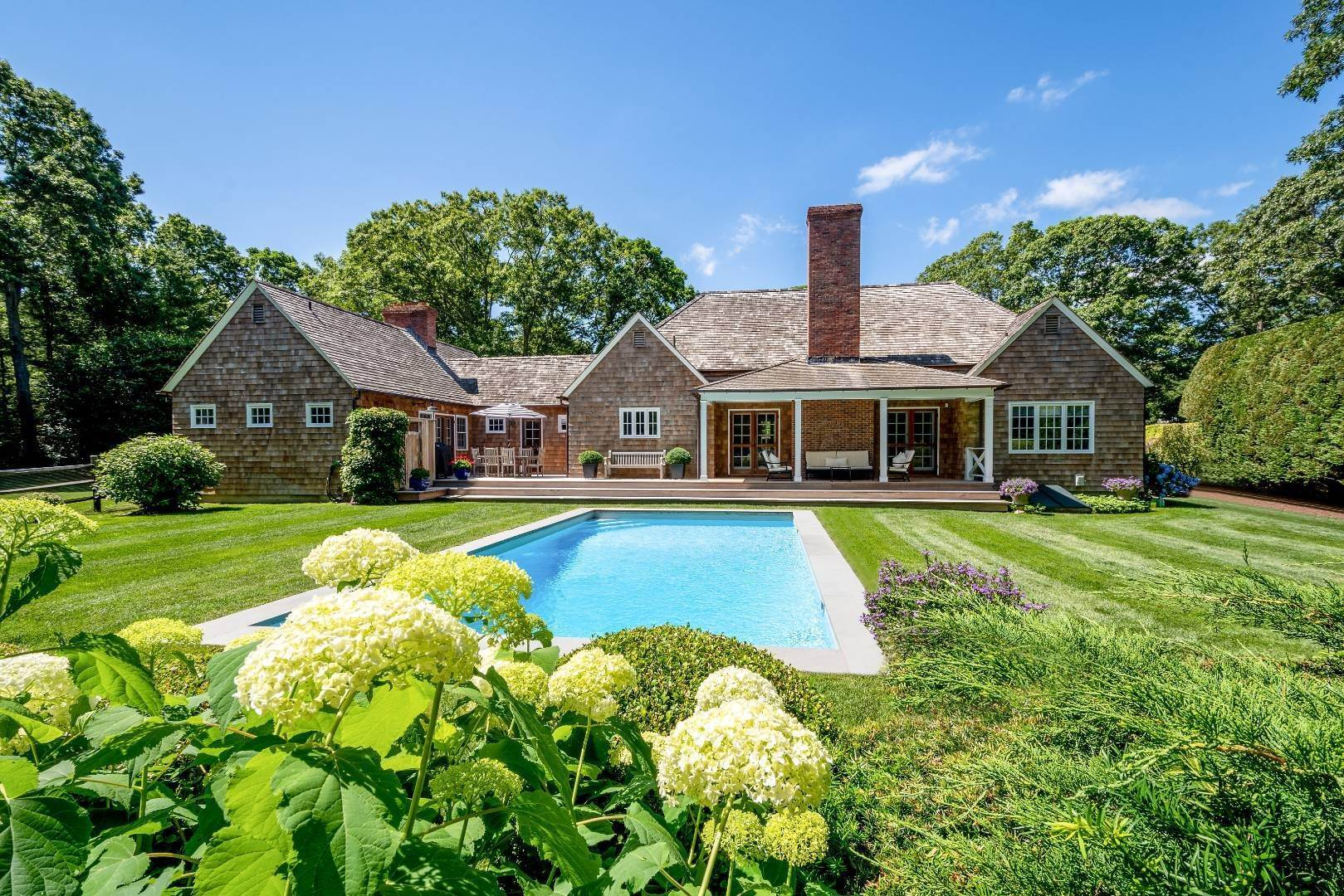 Single Family Home at Stunning In Wainscott South Wainscott, NY 11975