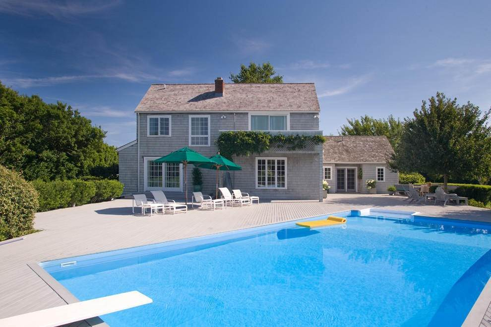 2. Single Family Home at Extreme South Bridgehampton. Hear The Ocean Bridgehampton, NY 11932